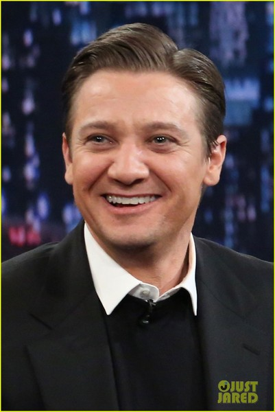 jeremy-renner-fallon-appearance-after-baby-news-01.jpg