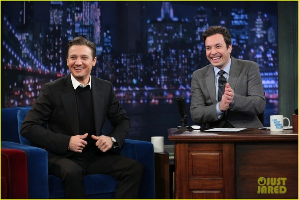 jeremy-renner-fallon-appearance-after-baby-news-03.jpg