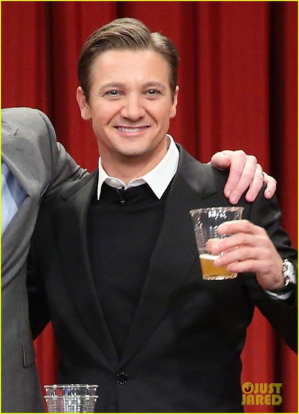 jeremy-renner-fallon-appearance-after-baby-news-04.jpg